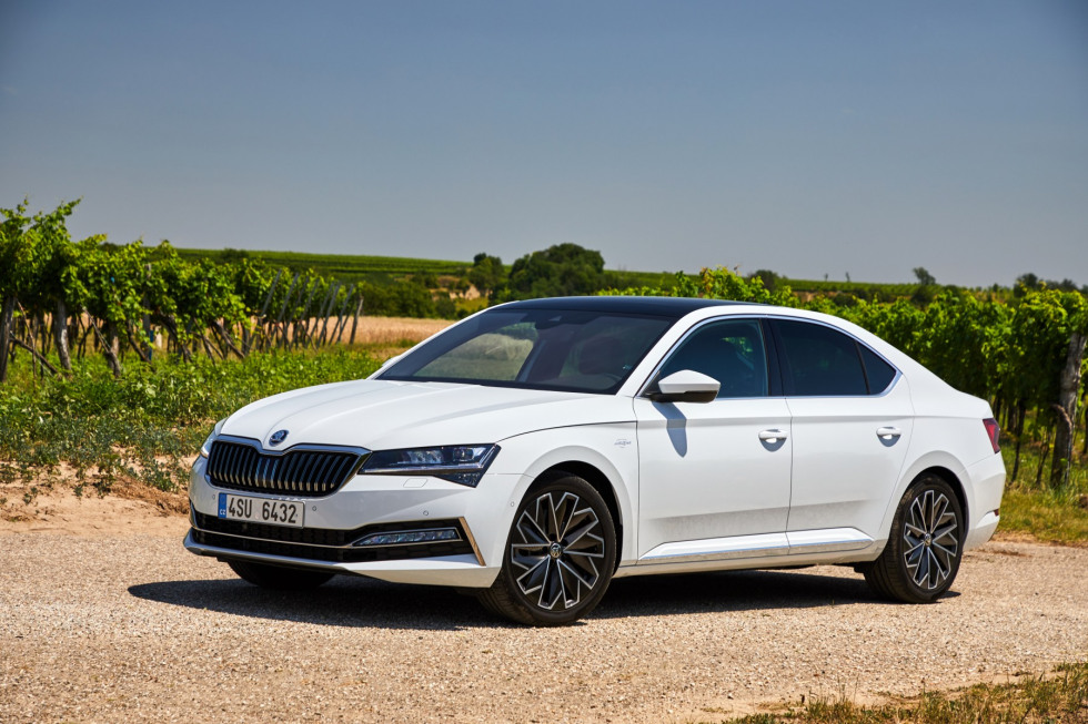https://aumhyblfao.cloudimg.io/crop/980x653/n/https://s3.eu-central-1.amazonaws.com/bourguignon-nl/03/201909-skoda-superb-hatchback-19.jpg?v=1-0