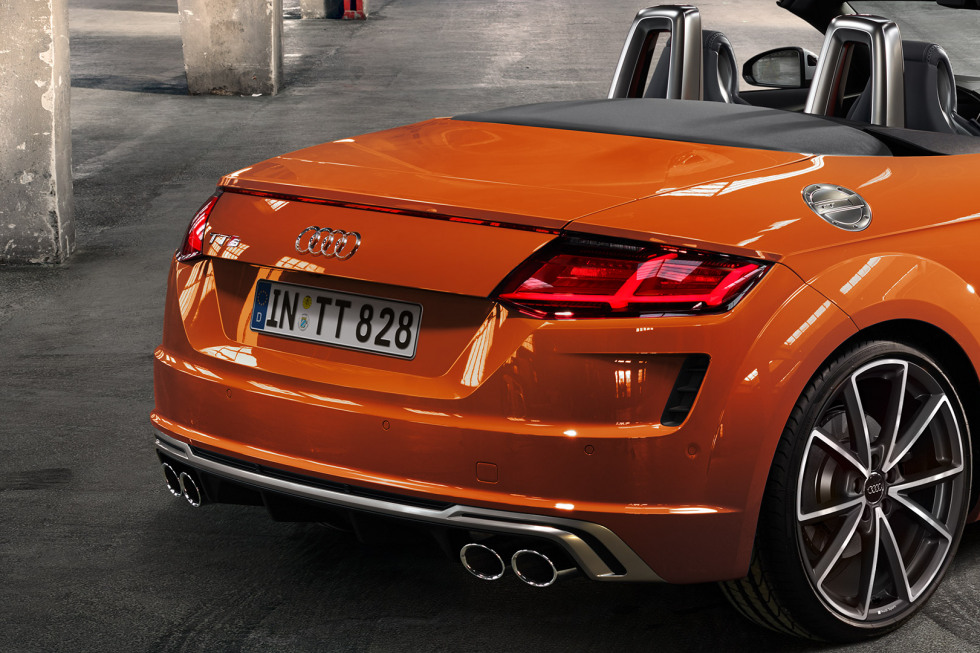https://aumhyblfao.cloudimg.io/crop/980x653/n/https://s3.eu-central-1.amazonaws.com/bourguignon-nl/05/092019-audi-tts-roadster-10.jpg?v=1-0