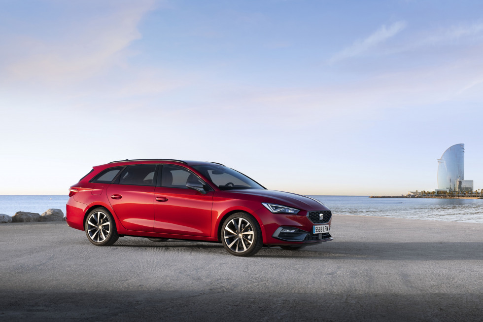 https://aumhyblfao.cloudimg.io/crop/980x653/n/https://s3.eu-central-1.amazonaws.com/bourguignon-nl/06/ipp-all-new-seat-leon-18-hq.jpg?v=1-0