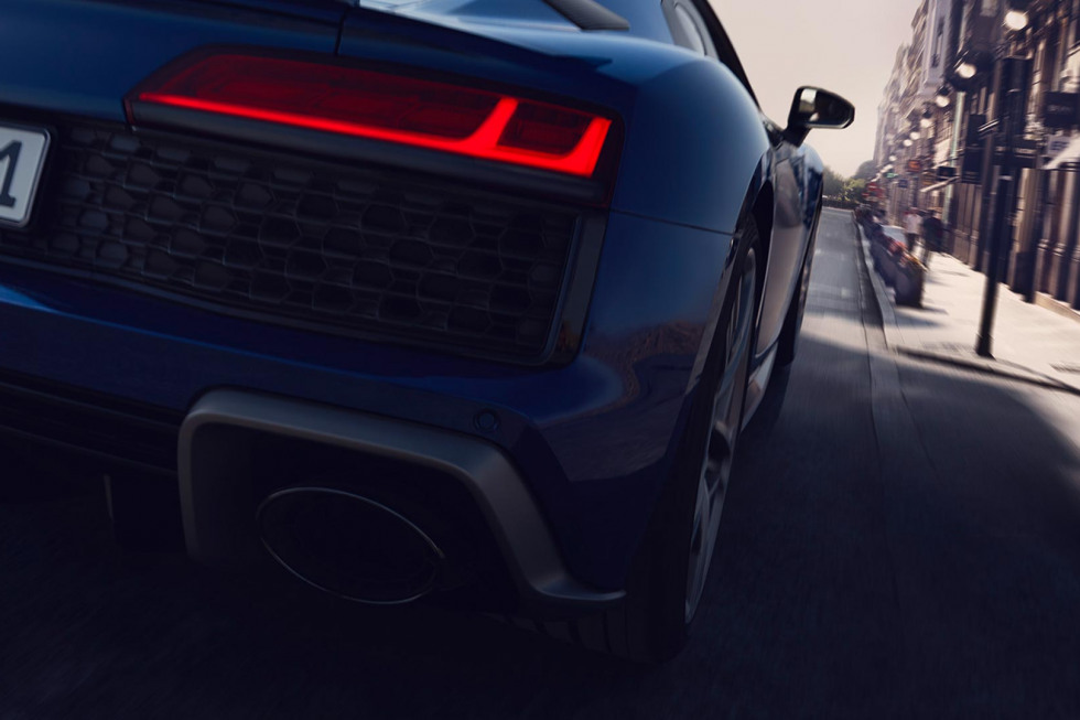 https://aumhyblfao.cloudimg.io/crop/980x653/n/https://s3.eu-central-1.amazonaws.com/bourguignon-nl/07/092019-audi-r8-coupe-performance-11.jpg?v=1-0