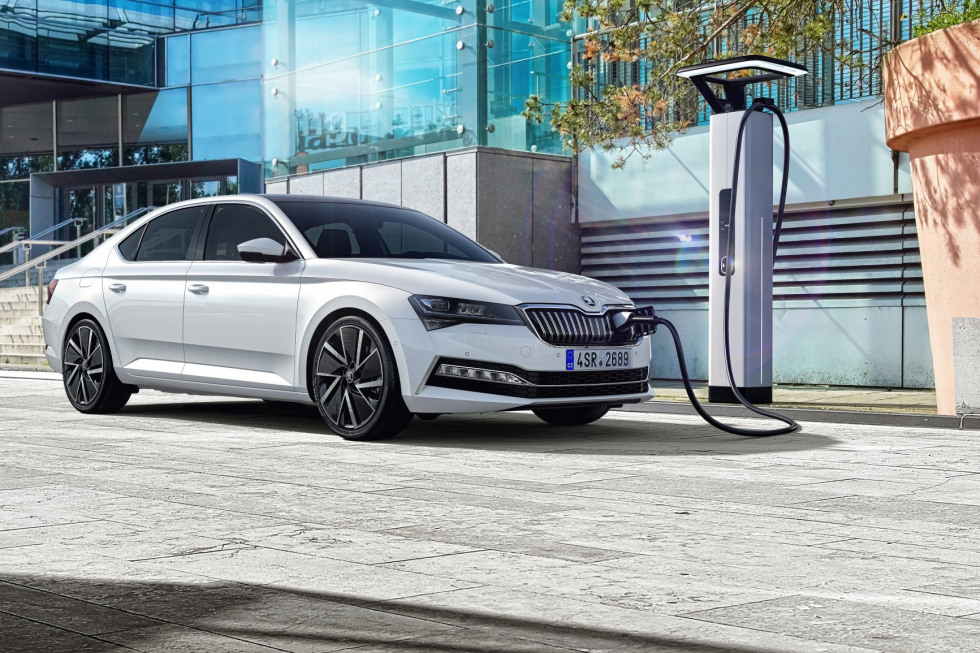 https://aumhyblfao.cloudimg.io/crop/980x653/n/https://s3.eu-central-1.amazonaws.com/bourguignon-nl/07/201909-skoda-superb-hatchback-22.jpg?v=1-0