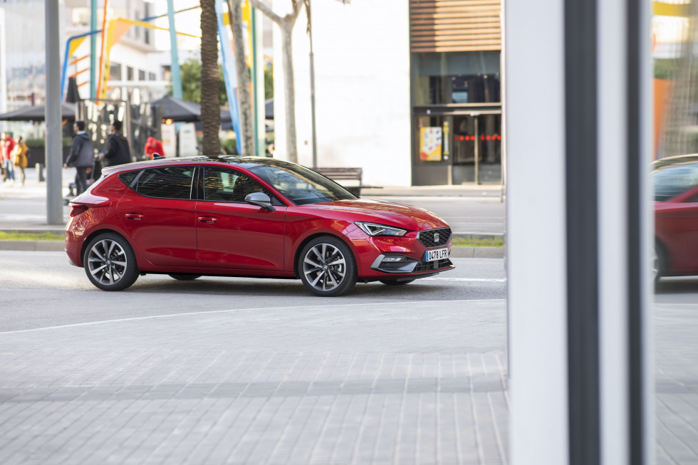https://aumhyblfao.cloudimg.io/crop/980x653/n/https://s3.eu-central-1.amazonaws.com/bourguignon-nl/07/ipp-all-new-seat-leon-42-hq.jpg?v=1-0