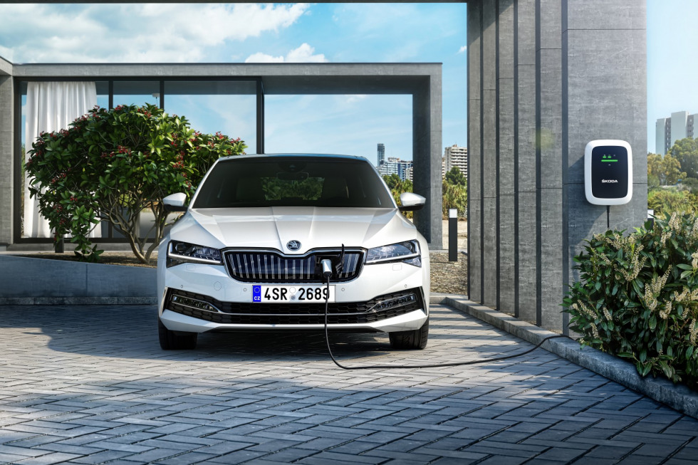 https://aumhyblfao.cloudimg.io/crop/980x653/n/https://s3.eu-central-1.amazonaws.com/bourguignon-nl/09/201909-skoda-superb-combi-04.jpg?v=1-0